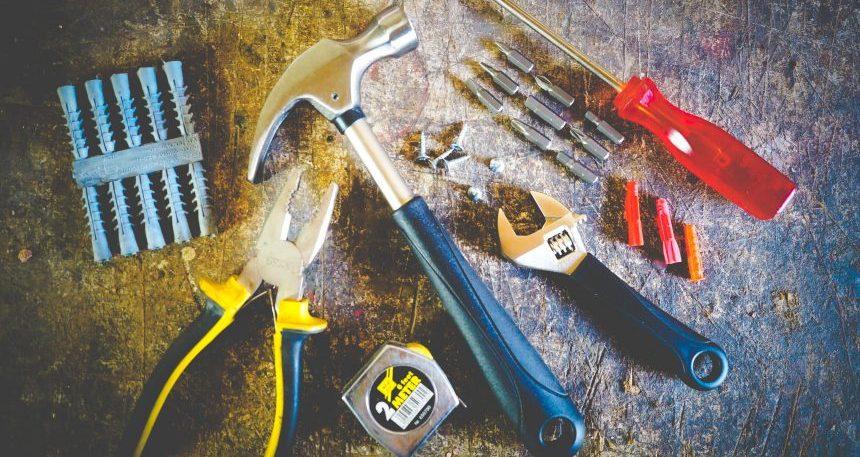 hammer-hand-tools-measuring-tape-175039-e1554394364144