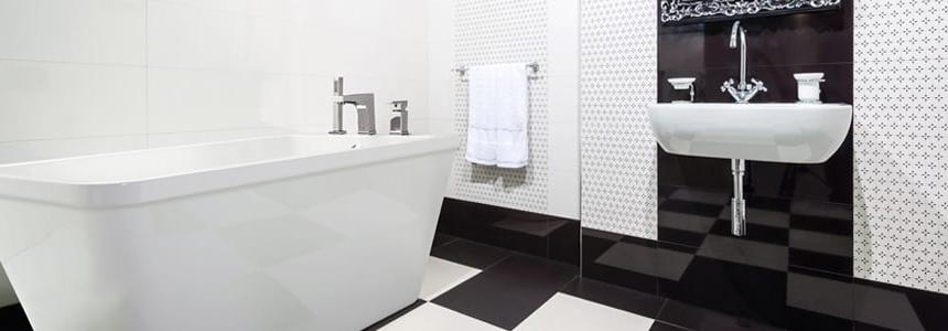 Remodelage de la salle de bain en noir et blanc